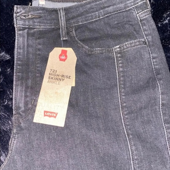 Womens High Rise Levis Jeans